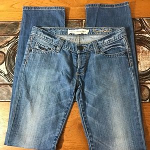 French Connection Sz 2 Narrow Boot Light Wash Jean